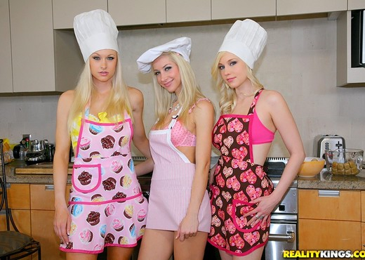 Brea Bennett, Lux Kassidy, Sammie Rhodes - We Live Together - Lesbian Nude Pics