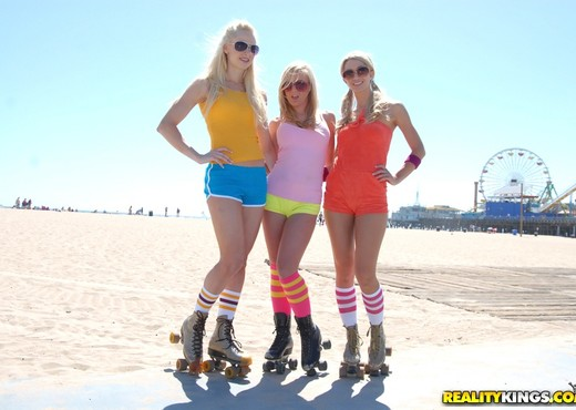 Dylan Riley, Lux Kassidy, Sammie Rhodes - Roller Babes - Lesbian HD Gallery