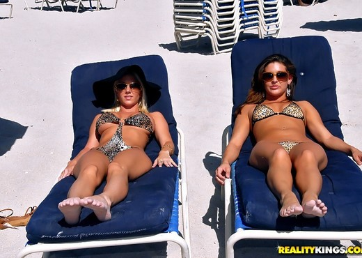 Gracie Glam,Molly Cavalli - Bikini Breeze - We Live Together - Lesbian Picture Gallery
