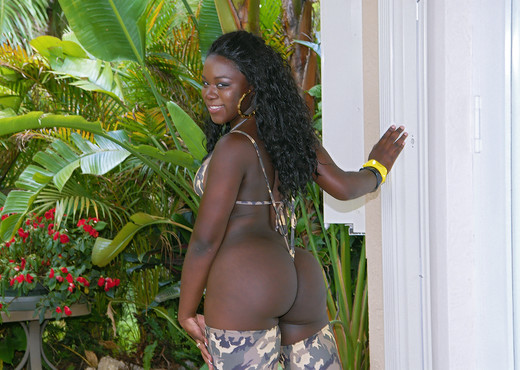 Magic - Lovely Lumps - Round And Brown - Ebony Sexy Gallery