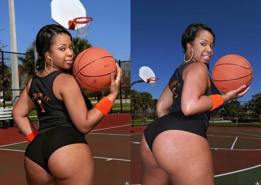 Aryana Adin - She Scores - Round And Brown - Ebony Sexy Photo Gallery