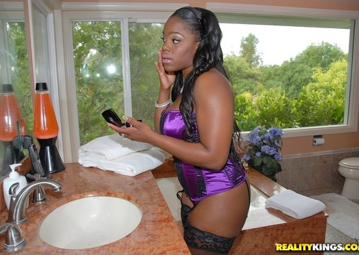 Samone Taylor - Ohh My Goodness - Round And Brown - Ebony Sexy Photo Gallery