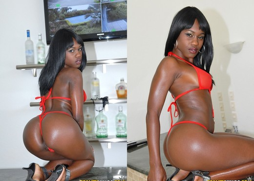 Sole Dior - Look Who's Cumming - Round And Brown - Ebony Image Gallery