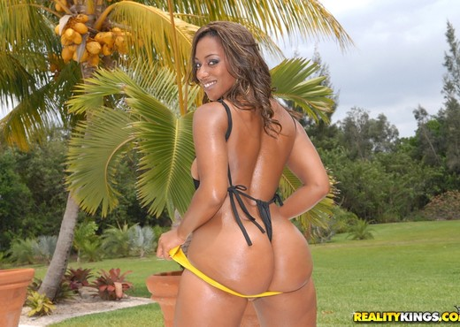 Miss Juicy - All In It - Round And Brown - Ebony Nude Pics