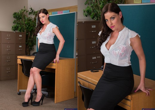 Sovereign Syre - Naughty Office - Hardcore Porn Gallery