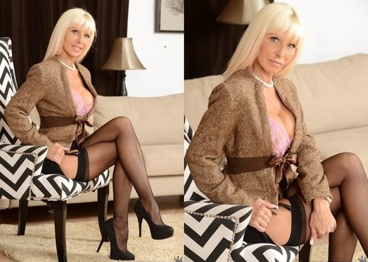 Kasey Storm - Sex Suit - MILF Hunter - MILF Sexy Photo Gallery