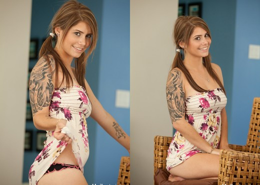 Cute teen babe Hailey Leigh flaunts her perky breasts - Solo Hot Gallery