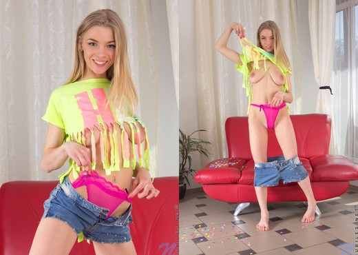 Lolly - Nubiles - Teen Solo - Teen Image Gallery
