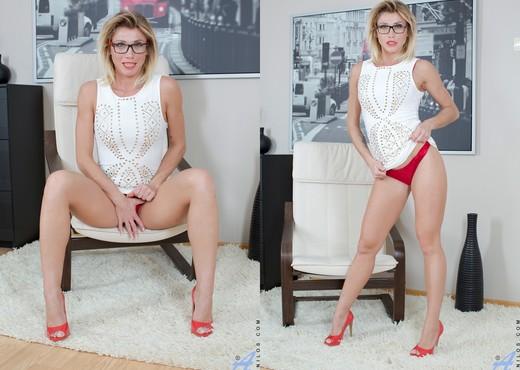 Rita - Mature Pussy - Anilos - MILF Nude Gallery