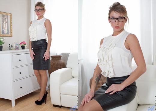Rita - Sexy Lady - Anilos - MILF Image Gallery