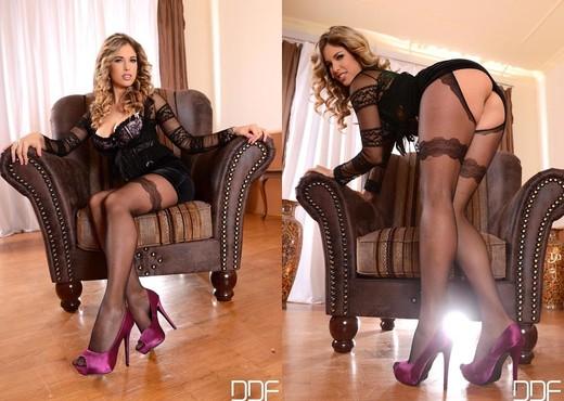 Eva Parcker - Hot Legs and Feet - Feet HD Gallery