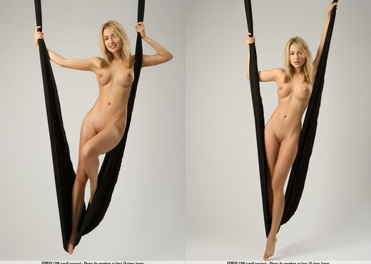 Loop - Lia - Femjoy - Solo Picture Gallery