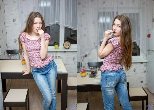 Tori J - Nubiles - Teen Solo - Teen Picture Gallery