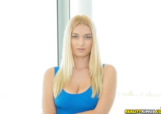Natalia Starr, Abigail Mac - Suck That Pussy - Lesbian Image Gallery