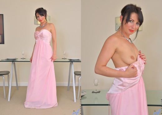Roxanne - Dressed Up - Anilos - MILF Image Gallery