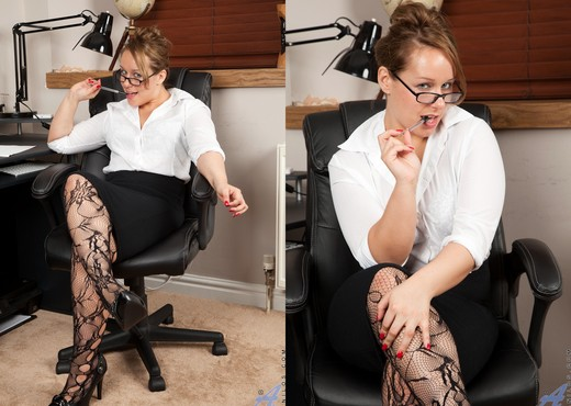 Ashley Rider - No Work Just Play - MILF TGP