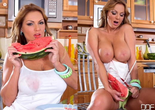 Sheila Grant - DDF Busty - Boobs Sexy Photo Gallery