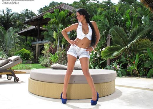 Venus Arias - InTheCrack - Pornstars TGP